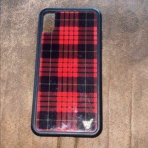 Wildflower XS Max Red Plaid